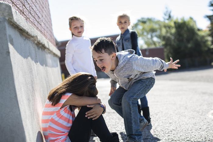 Qué hacer si tu hijo sufre acoso escolar | Club Familias